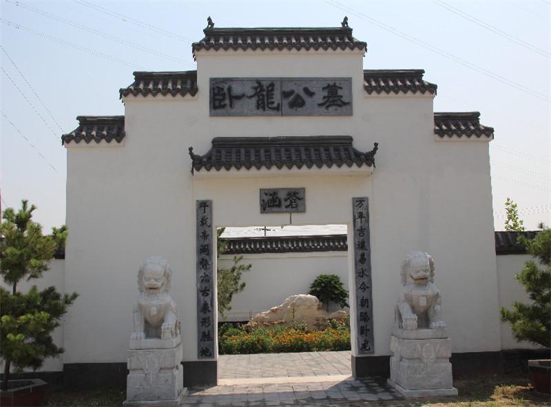 卧龙公墓大门